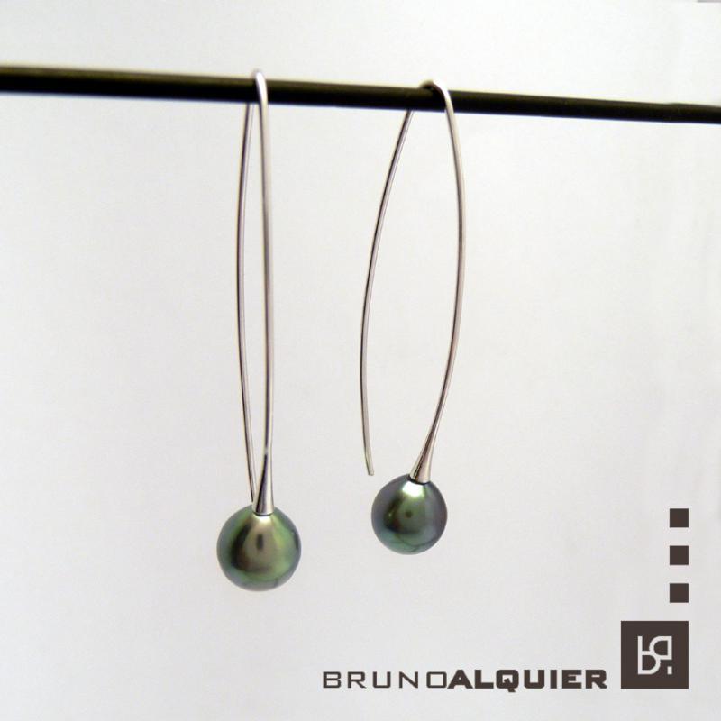 Bruno Alquier - Boucles navette en or blanc et perles de Tahiti