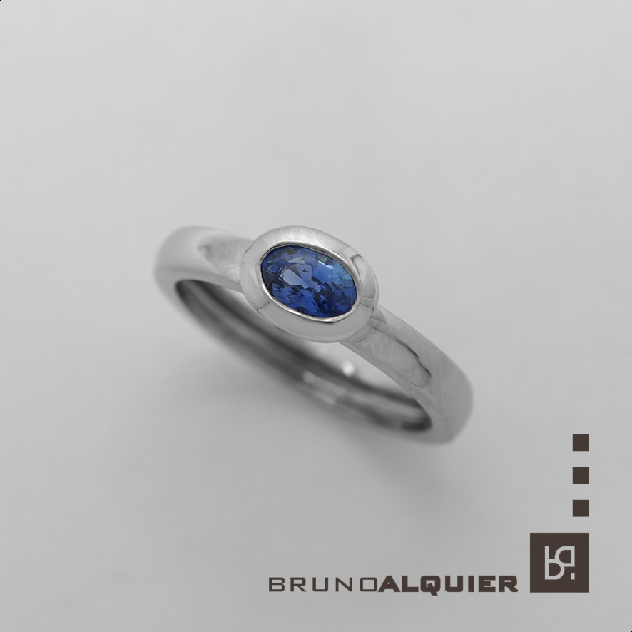 Bruno Alquier - Bague fancy saphir bleu en or blanc