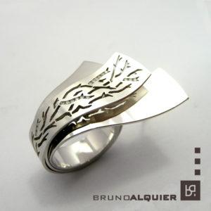 Bruno Alquier - Jardin d hivers - Grosse bague en or blanc et diamants