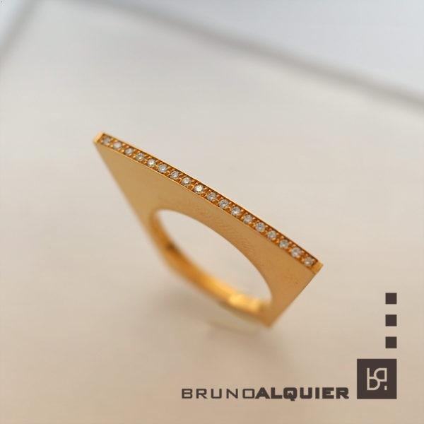 Bruno Alquier - Bague eventail en or rouge et diamants