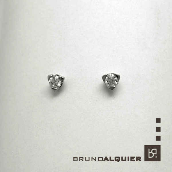 Bruno Alquier - Boucles d'oreille diamants en or blanc 3 griffes triangles