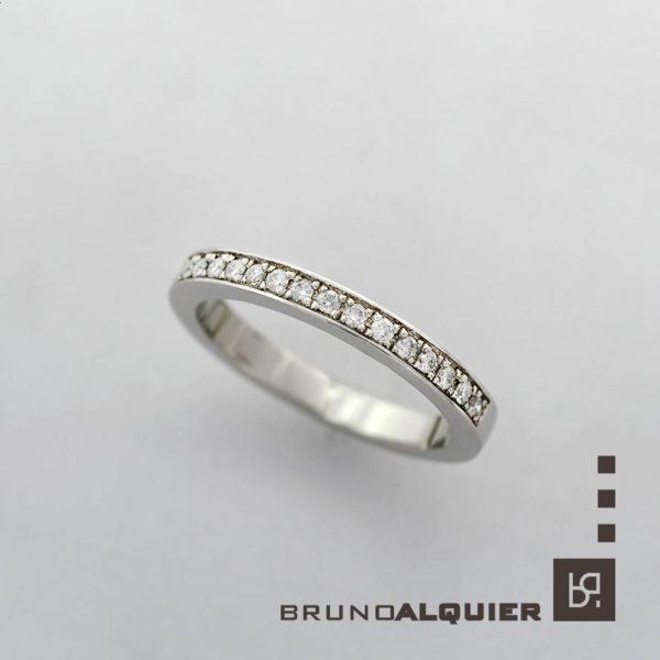 Bruno Alquier - Alliance demi-tour diamants en or blanc