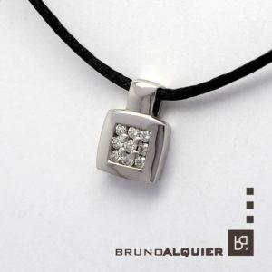 Bruno Alquier - Pendentif en or blanc avec diamants pavé clous