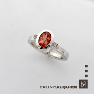 Bruno Alquier - Bague tourmaline pèche et diamants en or blanc